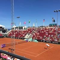 Foto tirada no(a) Båstad Tennis Stadium por Cecilia A. em 7/17/2015