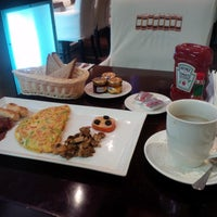 Photo taken at Chapters Cafe by Balushi♚ on 11/18/2013