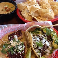 Photo taken at Torchy's Tacos by Yuuka on 1/8/2013