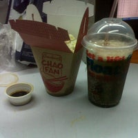 Photo taken at Jollibee by Ley D. on 1/20/2014