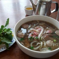 Photo taken at Phở Huỹnh Hiệp 2 - Kevin & Chris's Noodle House by Cecil A. on 4/7/2013