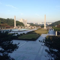 Photo taken at 경희대 국제캠퍼스 중앙도서관 by Jeong G. on 10/9/2014