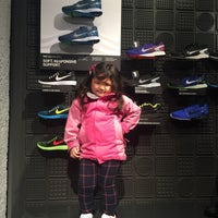 Photo taken at Niketown SF Run Club by Tracy C. on 1/5/2016