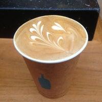 Photo taken at Blue Bottle Coffee by Keita I. on 4/26/2013
