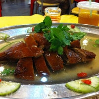 Photo taken at Brother Kuan Roasted Duck 坤哥车仔饭店 by Eric C. on 12/14/2013