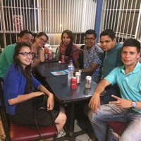 Photo taken at Pizzas del Pacifico by Yuri H. on 8/26/2015