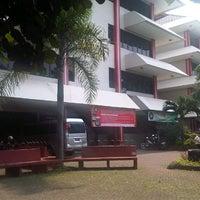 Photo taken at Fakultas Hukum Universitas Pancasila by Rangga K. on 8/1/2013