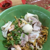 Photo taken at 132 Traditional Teochew Noodle by Edwin K. on 7/5/2014