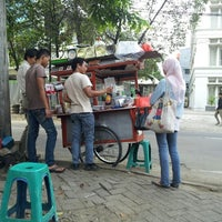 Photo taken at Bubur Ayam Tanah Abang 3 (PGRI) by j p. on 11/5/2012