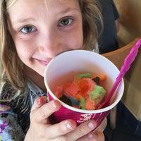 Photo taken at Menchie's Frozen Yogurt by Arjan d. on 9/26/2014
