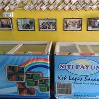 Photo taken at Kek Lapis Sarawak - Siti Payung by Izzu A. on 7/24/2013