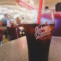Photo taken at Johnny Rockets by Daria A. on 6/29/2014
