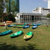รูปภาพถ่ายที่ Vachirabenjatas Park (Rot Fai Park) โดย Thitipong s. เมื่อ 4/21/2013
