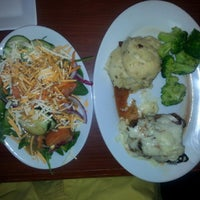 Photo taken at Ruby Tuesday by Walil A. on 3/28/2015