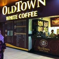 Photo taken at OldTown White Coffee by Norazita M. on 10/20/2012