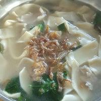 Photo taken at Kedai Kopi Sin Wan Pan Mee by Mary Ann V. on 11/13/2016