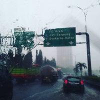 Photo taken at Jalan Tol Lingkar Luar Jakarta Seksi W2 Selatan (JORR W2 S) by Guruh N. on 9/27/2016