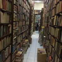Photo taken at Librería El Ático by Giovo D. on 3/29/2016