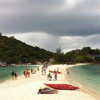 Photo taken at Koh Nang Yuan Dive Resort by Ruk Y. on 8/14/2013