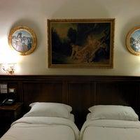 Foto scattata a Hotel Des Artistes da Eugene A. il 6/22/2014
