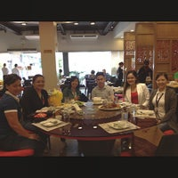 Photo taken at Yang Chow Dimsum & Teahouse by Rouel Miguel P. on 12/19/2014