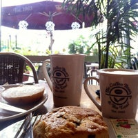 Photo taken at The Coffee Bean & Tea Leaf by Peachy K. on 3/6/2013