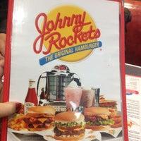 Foto tomada en Johnny Rockets por Zaira D. el 9/30/2012