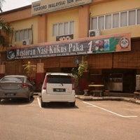 Photo taken at Nasi Kukus Paka 24 Jam by Muhammad Yusri Y. on 7/8/2012