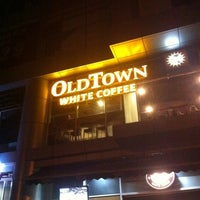 Photo taken at OldTown White Coffee by Afif hizami on 2/19/2012