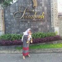 Photo taken at Villa Setiabudi by Ida Bagus E. on 9/1/2012