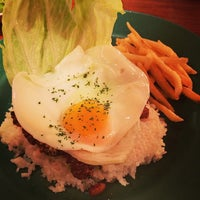 Photo taken at ハバナ カフェ by Yu W. on 3/5/2014