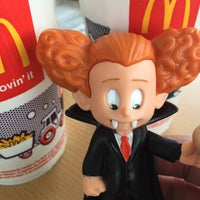 Photo taken at McDonald's by Sylvia R. on 10/23/2015