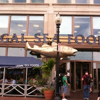 Photo taken at Legal Sea Foods by Ashley H. on 7/22/2013