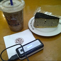 Photo taken at The Coffee Bean & Tea Leaf by Septiani S. on 4/19/2013