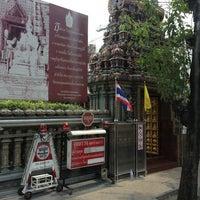 Photo taken at วัดพระศรีมหาอุมาเทวี (วัดแขก) Sri Mahamariamman Temple by Wuttinan W. on 4/6/2013
