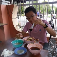 Photo taken at Cendol Fuad & Anak-anak by Amirul A. on 4/22/2014