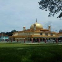 Photo taken at Masjid Ridzwaniah by Aiman Zhafransyah on 10/26/2012