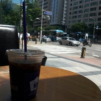 Photo taken at The Coffee Bean & Tea Leaf by Bo Ram L. on 8/1/2014
