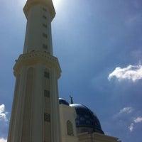 Photo taken at Masjid Abdullah Fahim by Haniff I. on 10/12/2012