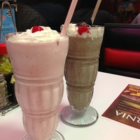 Photo taken at Steak 'n Shake by Karen L. on 7/29/2013