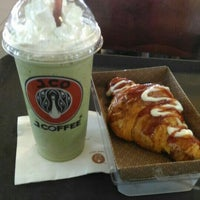 Photo taken at J.Co Donuts & Coffee by Mayke P. on 6/28/2016