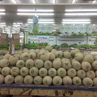 Photo taken at 蜜世界 Fruit Market by Ape H. on 5/11/2016