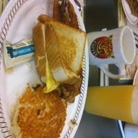 Photo taken at Waffle House by 👯Andy Q. on 12/20/2014