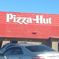 Photo taken at Pizza Hut by Tracy H. on 1/19/2013