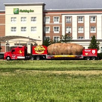 Photo taken at Holiday Inn Aurora North- Naperville by Cyril J. on 5/19/2013