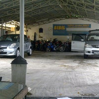Photo taken at Bibil car wash and salon by Dody W. on 2/28/2013