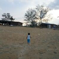Photo taken at Restoran Pantai by Ruzita A. on 4/29/2014