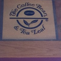 Photo taken at The Coffee Bean & Tea Leaf® by Lucas on 8/12/2012
