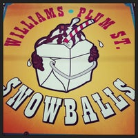 Photo taken at Plum Street Sno-Balls by Lynda W. on 5/26/2013