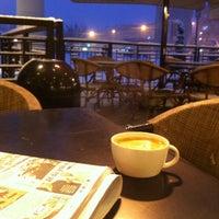 Photo taken at Starbucks by E K O  BEY on 1/7/2013